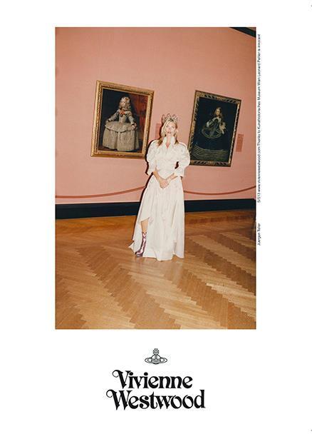 "Vivienne Westwood SS 13 campaign - Alle spalle di Kate Moss: ""Ritratto dell'Infanta Margherita"" e ""Ritratto dell'Infanta Margherita in azzurro"" di Velazquez, 1656 circa"